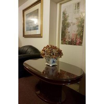 Nábytek masiv -  oválný stolek (vysoký lesk)